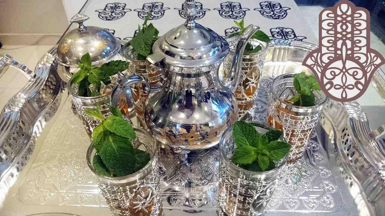 Comment servir le thé marocain ?